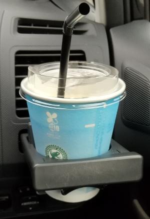 イーデザイン損保 再見積もりプレゼント ローソンのアイスコーヒー